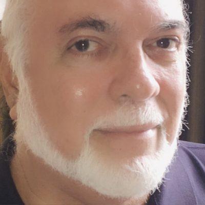 Dr. Moisés Asís